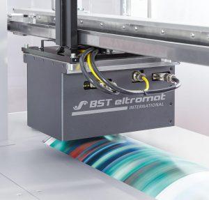 Mit Color DataPreparation für das iPQ-Spectral lässt sich die Inline Spektralfarbmessung noch einfacher einrichten und Daten werden bereits in Druckvorstufe, Produktionsplanung oder Qualitätsmanagement aufbereitet. (Foto: BST eltromat)