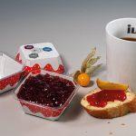 Neue IML-T Cardboard Anwendung spart 60% Kunststoff ein und lässt sich einfach sortenrein trennen. (Foto: Illig)