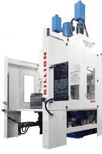 Im Rahmen einer 4.0-Produktionszelle wird die neue vollautomatische Vertikalmaschine Vertis 1.000 kN - V270 auf der K 2019 ein multifunktionales Werkzeug mit Flaschenöffner, Schraubendreher und Schraubenschlüssel herstellen. (Foto: Billion)