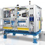 Das Campetella-Portfolio reicht von kartesischen bzw. Linearrobotern über IML-Lösungen und Automotive-Anwendungen bis bin zu Verpackungs-Automatisierungen. Im Bild eine IML-Produktionszelle. (Foto: Campetella)