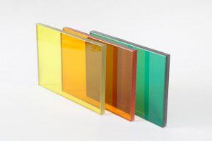 Kasiglas Kunststoff-Verbundsicherheitsscheiben von KRD sind noch bruchfester als Monoscheiben. In die Zwischenschicht können weitere Funktionen integriert werden. (Foto: KRD)