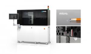 M3 Mikrospritzgießmaschine zum Spritzgießen von Mikroteilen ohne Kaltkanal. Detailansicht: Vertikale Entnahmeeinheit mit integriertem Vision-System. (Foto: MHS)