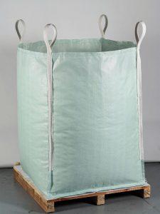 Big-Bag aus r-PP: das Exponat auf dem Messestand repräsentiert den geschlossenen Materialkreislauf Circular Packaging, in dem aus Big-Bags wieder Big-Bags entstehen. (Foto: Starlinger)