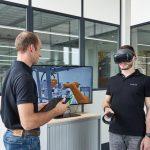 Das Konzept der Automationsanlage wird simuliert und per VR-Brille visualisiert. (Foto: Toolcraft)