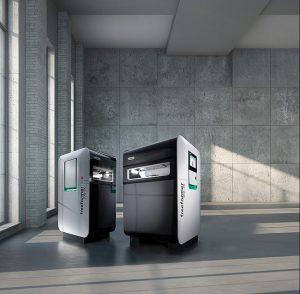 Mit den Freeformern 200-3X und 300-3X deckt Arburg ein breites Spektrum für die industrielle additive Fertigung von Funktionsbauteilen aus Originalmaterial ab. (Foto: Arburg)