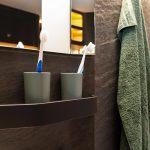 Die leichte Naturstein-Wandverkleidung besteht aus kompaktem PUR mit einer dünnen Schieferschicht auf der Oberfläche. (Foto: K-AKTUELL)