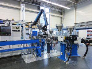 Die Mehrschicht-Rohranlage soll den Entwicklungsprozess für neue Anwendungen vereinfachen und beschleunigen. (Foto: Ems-Chemie)