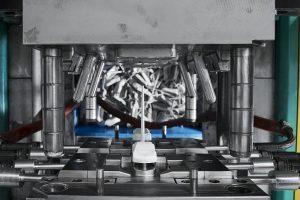 Die Produktlinie Tecacomp LDS werden für die Herstellung von spritzgegossenen Schaltungsträgern eingesetzt, bei denen die Leiterbahnen durch Laser-Direktstrukturierung (LDS) und anschließende Metallisierung aufgebracht werden. Als Matrixpolymere fungieren PEEK oder LCP. (Foto: Ensinger)
