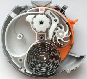 Bei der komplexen Mechanik des Inhalators greifen insgesamt 14 Bauteile perfekt ineinander. (Foto: Witosa)