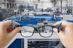 """Smart-Brillen erlauben dem Service-Support-Team einen """"Blick über die Schulter"""". (Foto: Sumitomo (SHI) Demag)"""