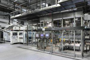 Mit dem digitalen und automatisierten Prozesssteuerungssystem Unit Mold Control werden die jeweiligen Blasformen der KHS Serie InnoPET Blomax einzeln reguliert. (Foto: KHS)