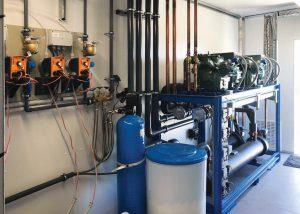 Dosierpumpen und eine Enthärtungsanlage gehören zur Wasserpflege-Ausstattung. (Foto: Reisner)
