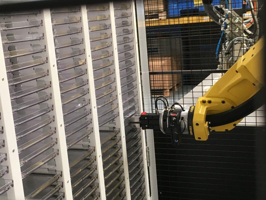 Bauteillager mit automatischer Entnahme und Beladung mittels Handlingroboter (Foto: Reinhardt Technik)