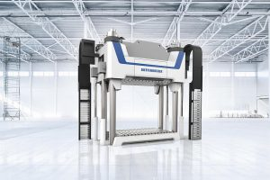 Die Fiberpress-Presse bildet das Herzstück der automatisierten SMC-Anlagen. (Foto: Dieffenbacher)
