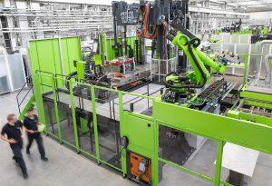 In seinem Technologiezentrum für Leichtbau-Composites in Österreich entwickelt Engel in interdisziplinären Teams effiziente Fertigungsprozesse für Composite-Bauteile. (Foto: Engel)
