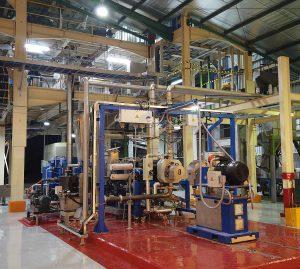 Neue PP-Granulieranlage in Indonesien mit dem gleichsinnig drehendem Doppelschnecken-Extruder SAT-X 175. Der auf einem Rahmen montierte BKG-Unterwassergranulator ist im Vordergrund zu sehen. (Foto: Nordson)
