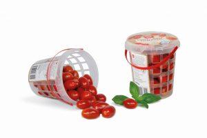 Die Snack-Tomaten-Verpackung in Gitterstruktur erzielt Materialeinsparungen von bis zu 30 %. (Foto: Pöppelmann)
