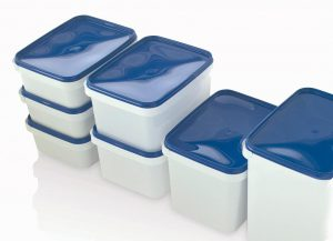 Die Behälterserie für E2-Kisten nutzt die wiederverwendbaren E2-Behältnisse perfekt aus und macht Einweg-Kartons überflüssig. (Foto: Pöppelmann)