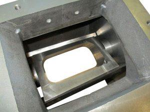 Beim FS 200 beträgt der Durchmesser des Rotors bzw. des Schneidkreises 200 mm. Der Schnittspalt lässt sich auf nur 0,02 bis 0,03 mm einstellen, was das Zerkleinern extrem dünner Folien- oder Papierstreifen ermöglicht. (Foto: Getecha)