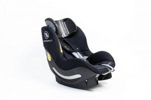 Die als Technologiedemonstrator entwickelte Kopfstütze für den Kindersitz wird im Partikelschaum-Verbund-Spritzgießverfahren gefertigt. (Foto: Professur Strukturleichtbau und Kunststoffverarbeitung an der TU Chemnitz)