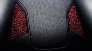 Die roten Sichtbauteile in 3D-Gitterstruktur und der Racetex-Bezug verleihen dem Sitz ein unverkennbares Design. (Foto: Porsche