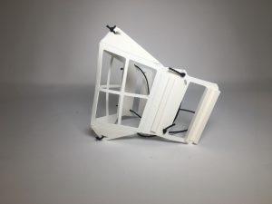Dieser Masken-Rahmen entsteht im 3D-Druck. (Foto: Essentium)