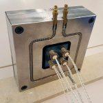 Dank der reversiblen Biegsamkeit des tempflex-Temperierkanals können Kühl- und Heizkanäle in den Werkzeugen frei gelayoutet werden. (Foto: Hotset)