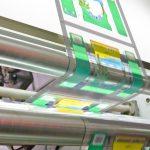 Anwendungen für flexible Verpackungen, die auf der Vorderseite Seite bedruckt und auf der Rückseite mit einer Versiegelung versehen werden, benötigen das höchste Maß an Registerhaltigkeit. (Foto: Isra Vision)