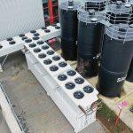 Kälte-Container und Trockenkühler finden geschützt zwischen den Materialsilos auf dem DRS-Außengelände Platz. (Foto: Reisner)