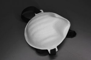 Für entsprechend den Normen für Schutzklasse FFP3 gefertigte Atemschutzmasken wird eine beschleunigte Prüfung von Corona-Virus-Pandemie-Atemschutzmasken (CPA) für Deutschland durchgeführt. (Foto: Weber Ultrasonics)