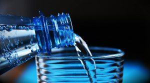 """Im Projekt """"PECVD-Gasbarrierebeschichtung von PET-Mehrwegflaschen"""" arbeitet das IKV zusammen mit KHS Corpoplast an der Erhöhung des Mehrweganteils bei Kunststoffflaschen. (Foto: congerdesign)"""