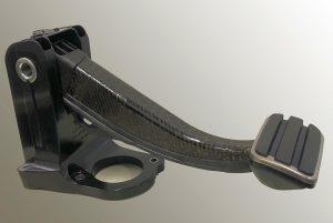 Vollkunststoff-Bremspedal für einen batterieelektrischen Sportwagen mit einem Einleger aus dem endlosfaserverstärkten, thermoplastischen Verbundwerkstoff. (Foto: Lanxess)