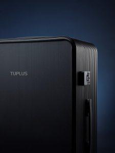 Der Kohlefaser-Koffer hat Vorder- und Rückenschalen aus thermoplastischen Verbundwerkstoffen, die die Aufprallleistung erhöhen und gleichzeitig Design und Stil aufwerten. (Foto: Tuplus)