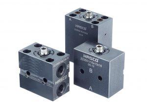 Die doppeltwirkenden Blockzylinder sorgen für eine sichere Bewegung von Kernzügen und Schiebern. (Foto: Hasco)
