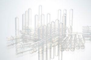 Die vollautomatisierte Produktionslinie Hekulab dient der Herstellung von Laborgefäßen und Fläschchen. (Foto: Hekuma)