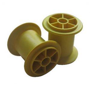 Spritzgegossene Garnspulen (gelb eingefärbt) aus PLA_6202/GN_40 (60/40 w/w). (Foto: KUZ)