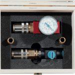 Das 2-teilige Prüfgerät wird in einer praktischen Holzbox geliefert. (Foto: Nonnenmann)