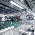 2017 kaufte Sunway bei ProTec die erste LFT-Pultrusionsanlage mit 32 Strängen und einer Produktionskapazität von 500 kg/h Pellets (im Vordergrund), 2019 eine zweite Einheit mit 64 Strängen und einem doppelt so hohen Output. (Foto: ProTec Polymer Processing)
