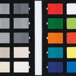 Musterplättchen geben einen Eindruck über die Möglichkeiten bei Einfärbung und Oberfläche. (Foto: Romira)