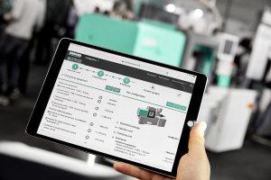 Der Allrounder 270 S compact ist die erste Spritzgießmaschine von Arburg, die der Kunde über eine App im Kundenportal arburgXworld online konfigurieren und bestellen kann. (Foto: Arburg)