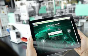 Die digitalen Services von arburgXworld gibt es in vier Paketen, die kostenlose sowie kostenpflichtige Apps und Leistungen bündeln. (Foto: Arburg)