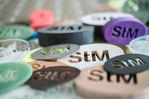 Das Schneidverfahren eignet sich für sowohl für Elastomere als auch technische Kunststoffe aber auch für Schaum- und Compoundwerkstoffe. (Foto: STM waterjet)