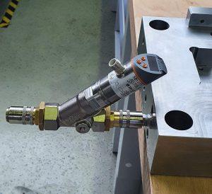 Der Durchflussmesser ist für den Anschluss am Vor- oder Rücklauf geeignet. (Foto: Nonnenmann)
