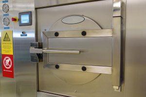 Mit CO2 werden in der SCD-Cleaning-Anlage Silikonteile von ihren flüchtigen Bestandteilen befreit. (Foto: Starlim)