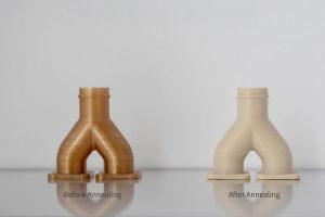 Aus dem Filament Victrex AM 200 gedrucktes Verteilerrohr, vor (l.) und nach (r.) dem Tempern. (Foto: Intamsys)