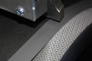 In der Anlage können alle Produkte des Unternehmens unabhängig von deren Dicke mit einem guten Ergebnis laminiert werden. (Foto: Weber Ultrasonics)
