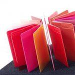 Die Color Inspiration Boxen von Finke sind zu den Farbwelten Rot, Blau und Gelb erhältlich. Eine Box zur Farbwelt Grün soll in Kürze folgen. (Fotos: Finke)