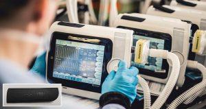 Weich und elastisch: USB-Buchsenschutz aus TPE für das Beatmungsgerät Osiris. (Foto: Air Liquide Medical Systems)