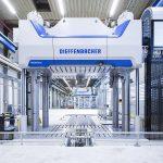 In die Anlage ist eine hydraulische Presse aus der Fiberpress-Serie integriert. (Foto: Dieffenbacher)