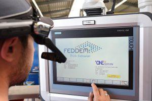 Unmittelbare Bedieneranleitung mittels einer Datenbrille. (Foto: Feddem)